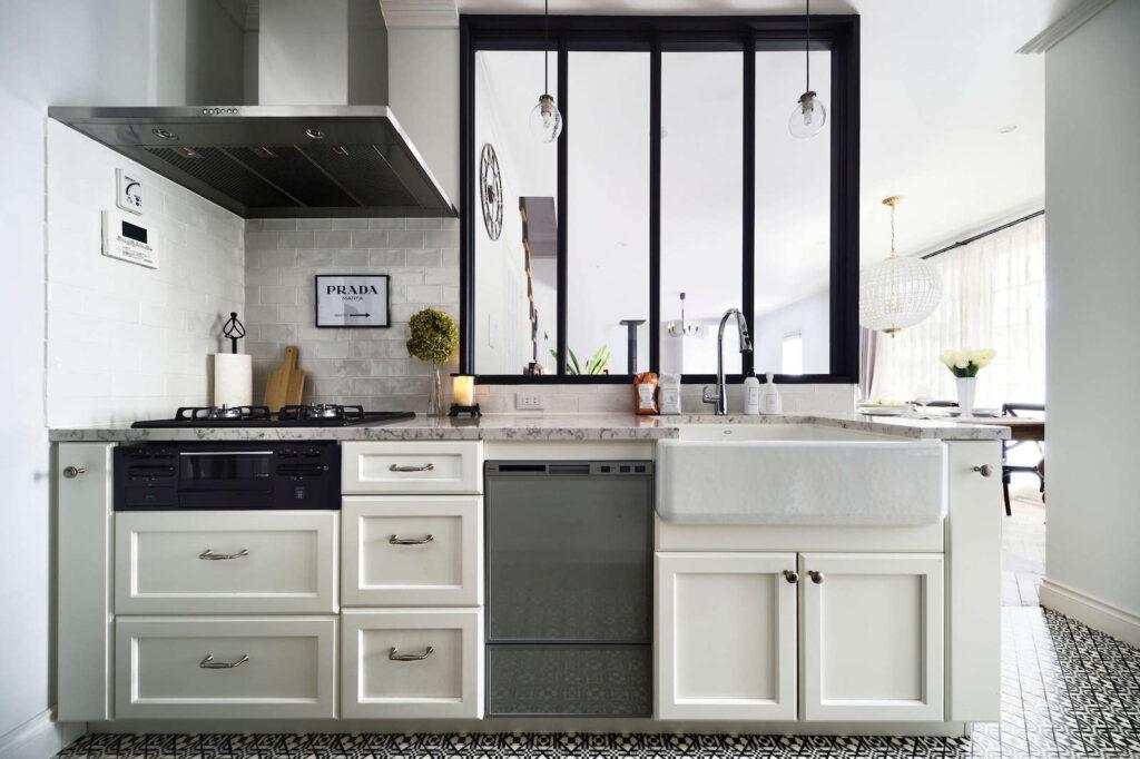 パリスタイル輸入住宅のキッチン